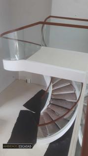 Escada metalica helicoidal