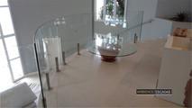 Guarda corpo vidro curvo em mezanino