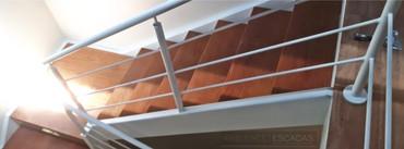 Escada metálica reta