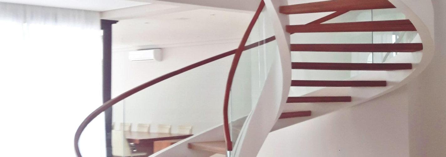 escada helicoidal em ferro capa-compress