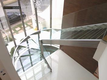 Escada em aço inox com vidros