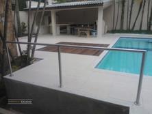 Parapeito de aço inox em piscina