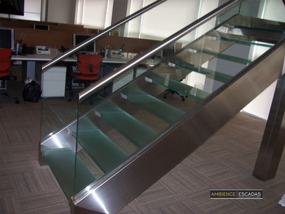 Escada de inox e vidro