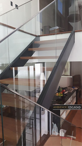 Guarda corpo de vidro para escada de ferro