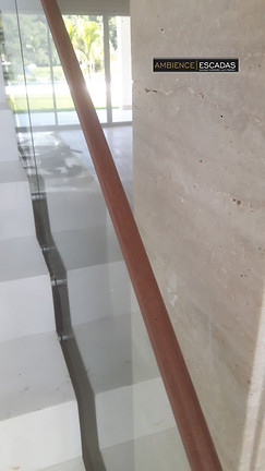 Pegamão de madeira em vidro