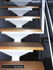 Escada metálica reta viga central