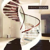 Escada helicoidal de metal
