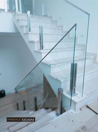 Guarda corpo inox e vidro para escada