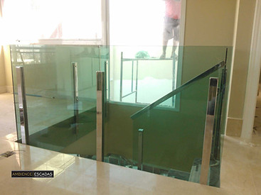 Parapeito em vidro verde e inoxerde