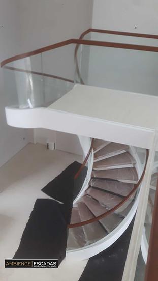 Guarda corpo curvo escada helicoidal