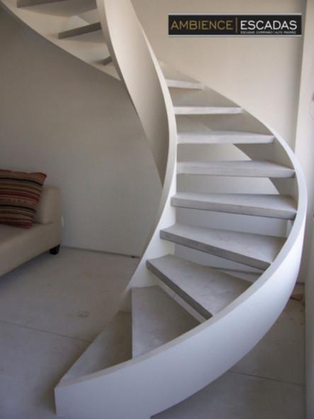 Escada metálica helicoidal