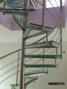 Escada caracol de inox e vidro