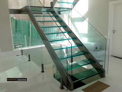 Escada em aço inox e vidro