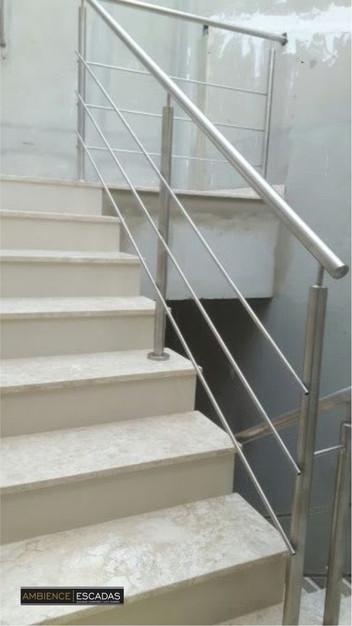 Guarda corpo de inox escovado em escada