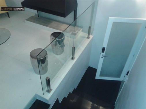 Guarda corpo em vidro com colunas inox