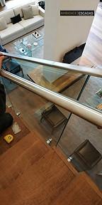 Corrimão de inox em vidro de guarda corpo