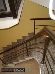 Guarda corpo em ferro dourado em escada