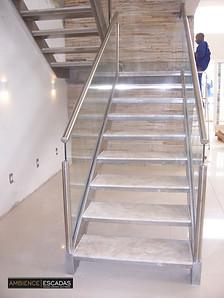 Escada inox com guarda corpo em vidro