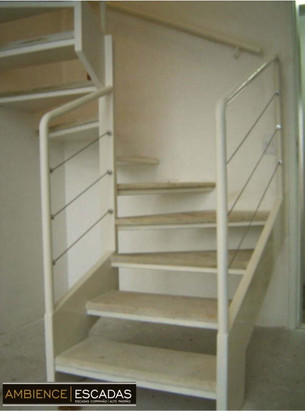 Escada metálica caracol quadrada