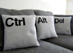 Декоративные подушки в гостиной