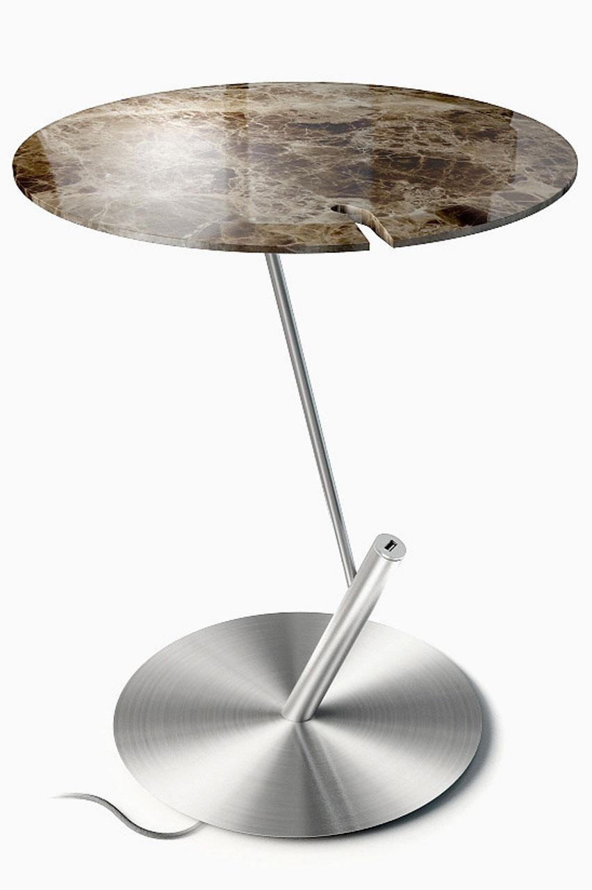 Приставной столик в зале