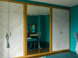 Гардеробный шкаф в спальне