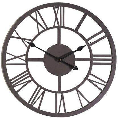 Настенные часы в гостиной