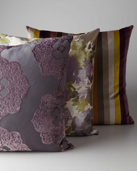 Декоративные подушки в спальне