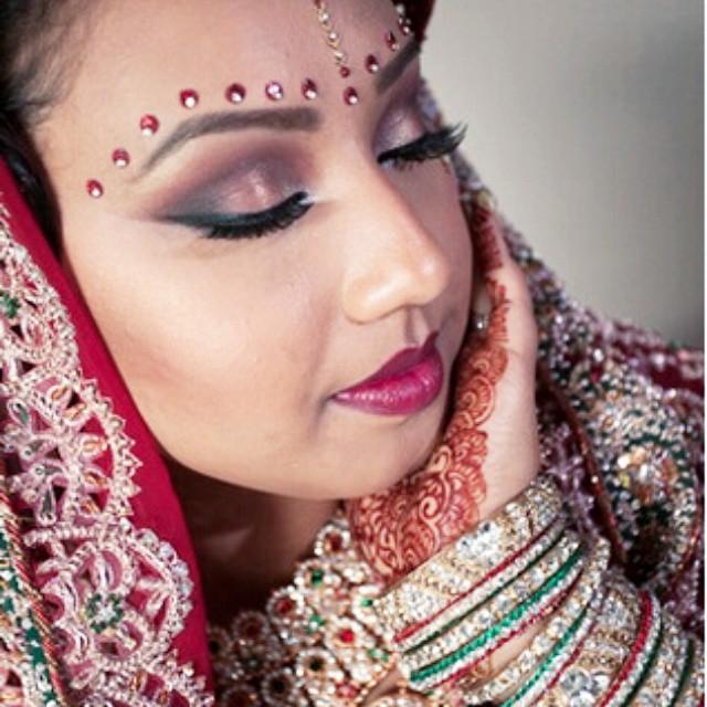 Another shot of our #BeautifulBride #IndianBride #BoldAndBeautiful #MakeupByDivineBeauty #Makeup #Br