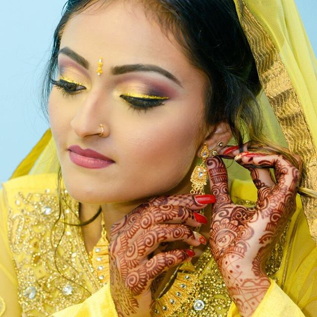 How #gorgeous is this #Bride!_ The #Gold #Glitter liner just completed this #IndianBridalMakeup look