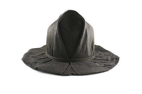 Шляпа кожаная