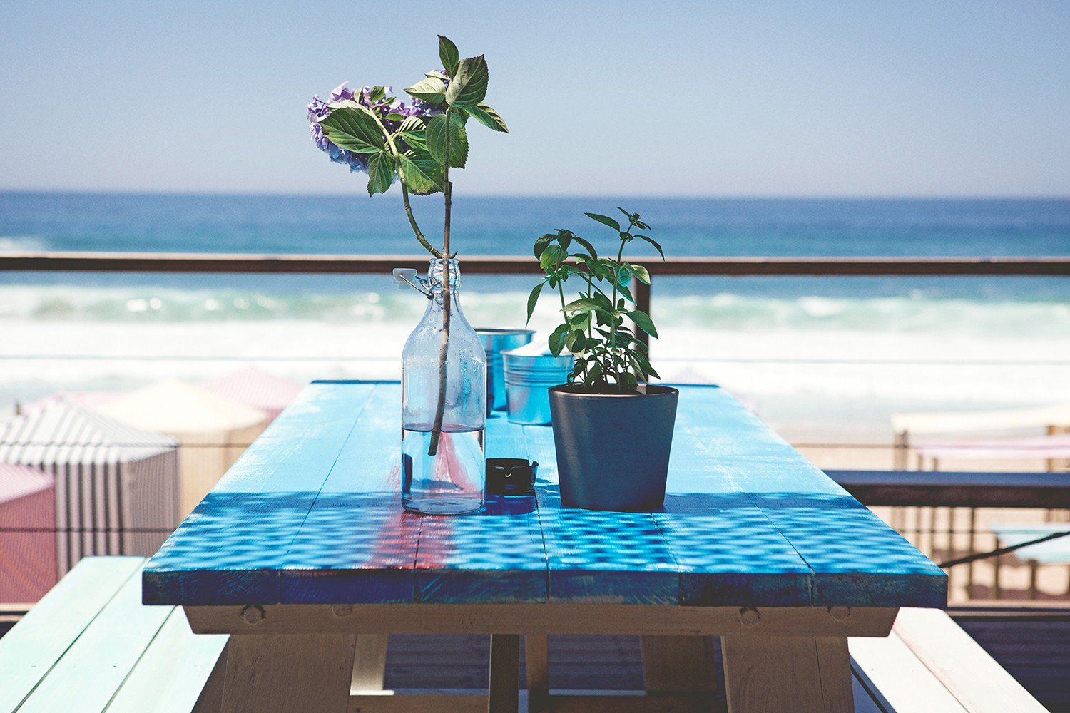 Picknicktable at loungedeck with sea view