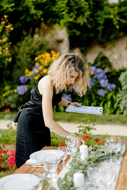Wedding planner Portugal checking table layout