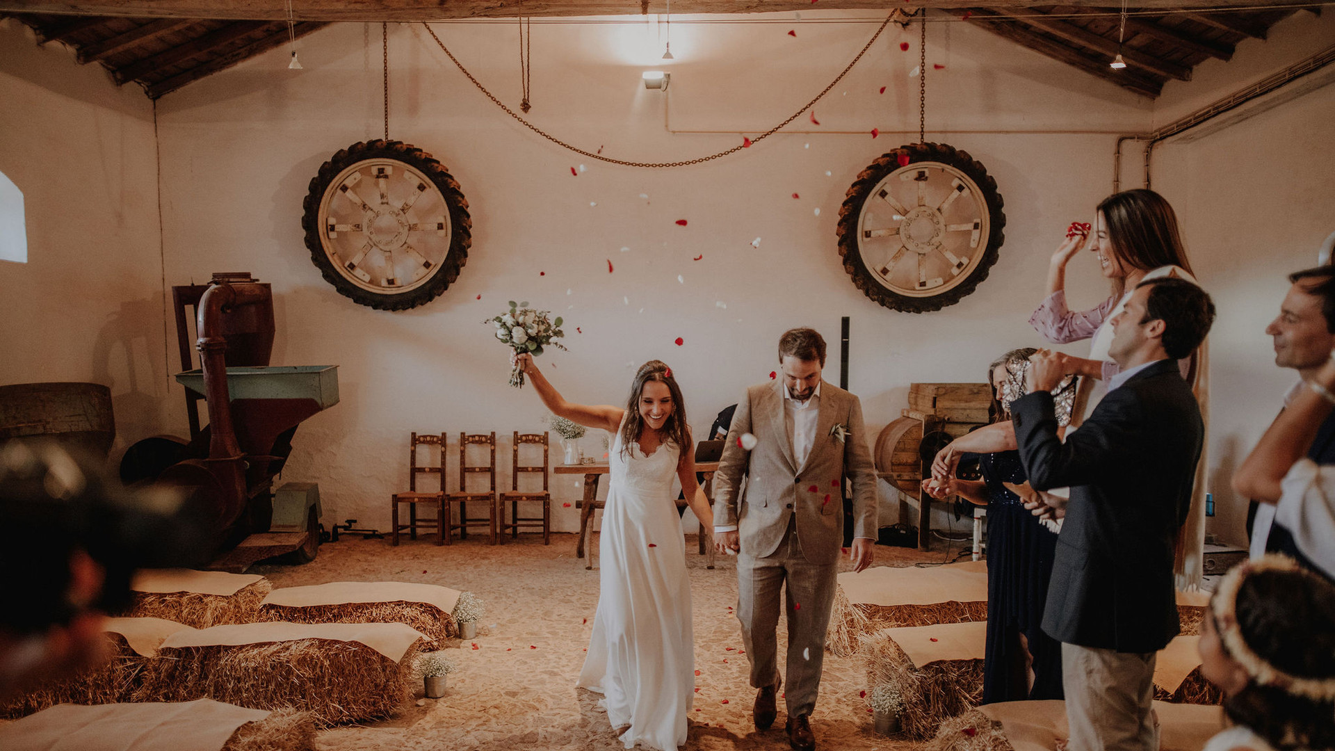 Indoor ceremony in barn style
