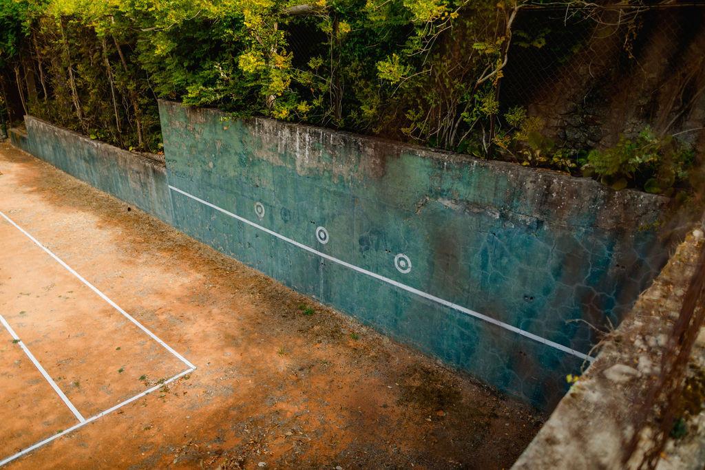 Vintage tenniscourt at venue in Portugal