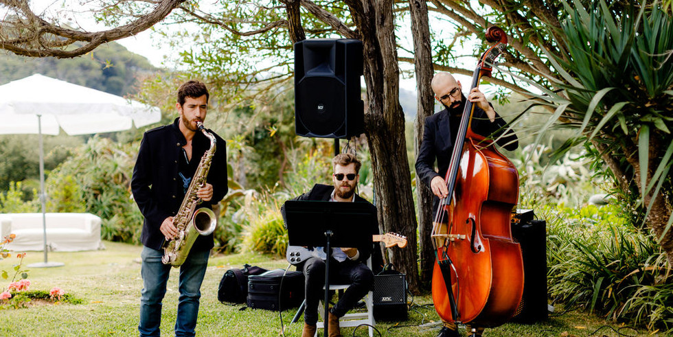 Live jazz music during wedding cocktail in Portugal