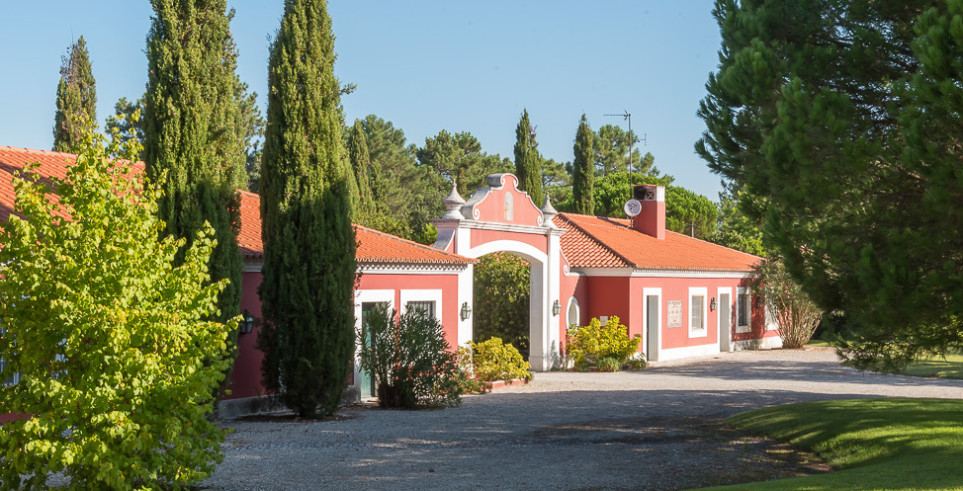 Garden and entrance of luxury venue in Portugal