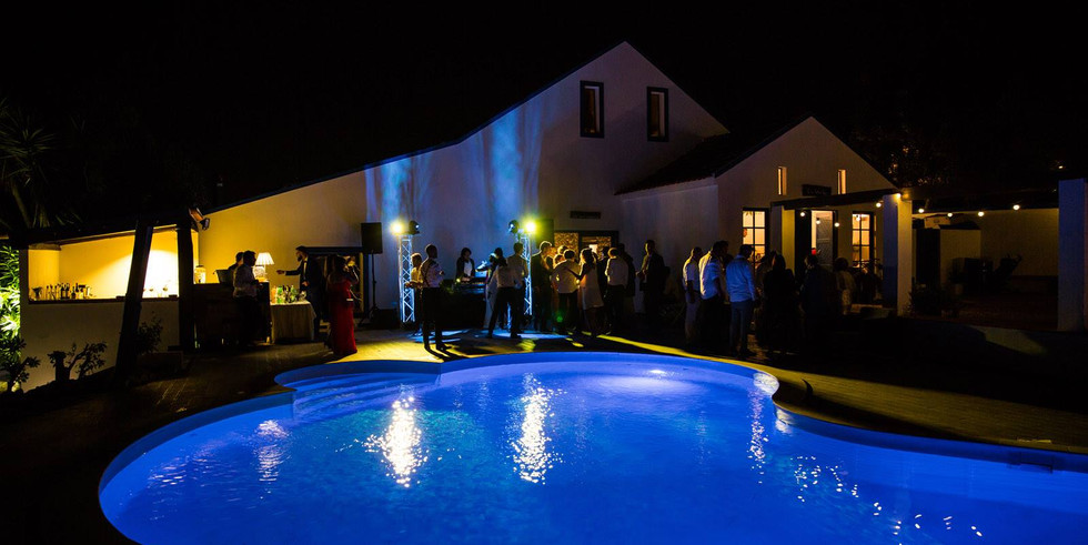 Poolparty by night