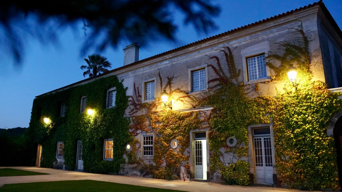 Historical wedding venue in Portugal by night