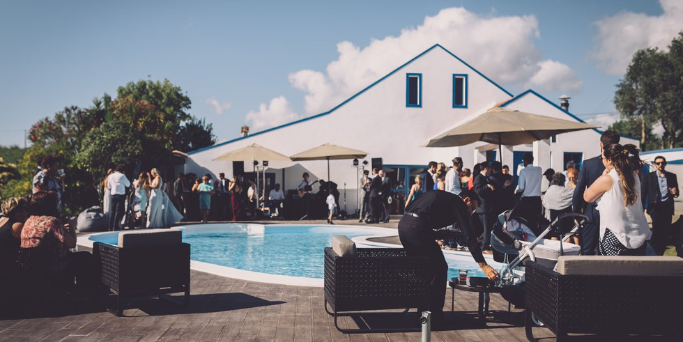 Outdoor cocktail poolparty in Portugal