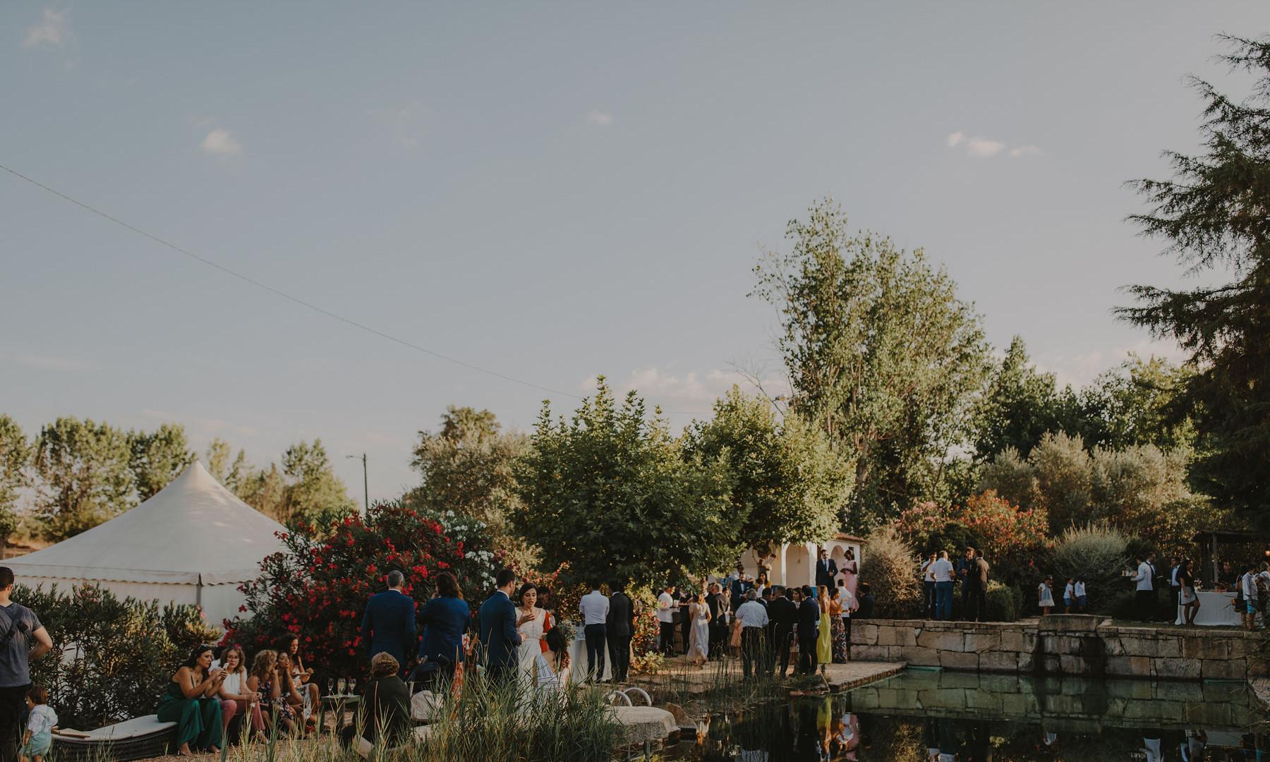 Wedding cocktail near lake in Alentejo