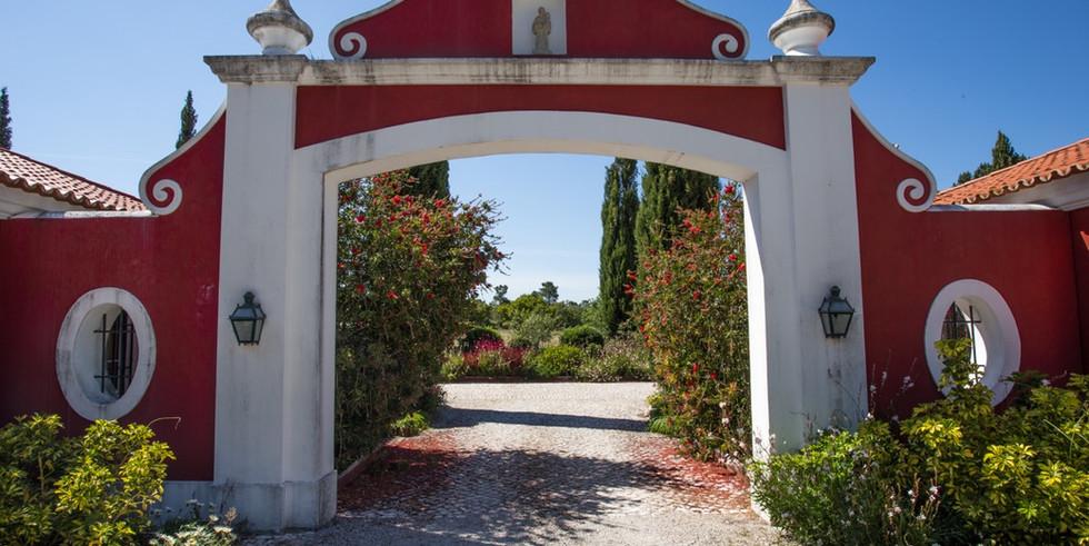 Entrance exclusive venue in Lisbon area