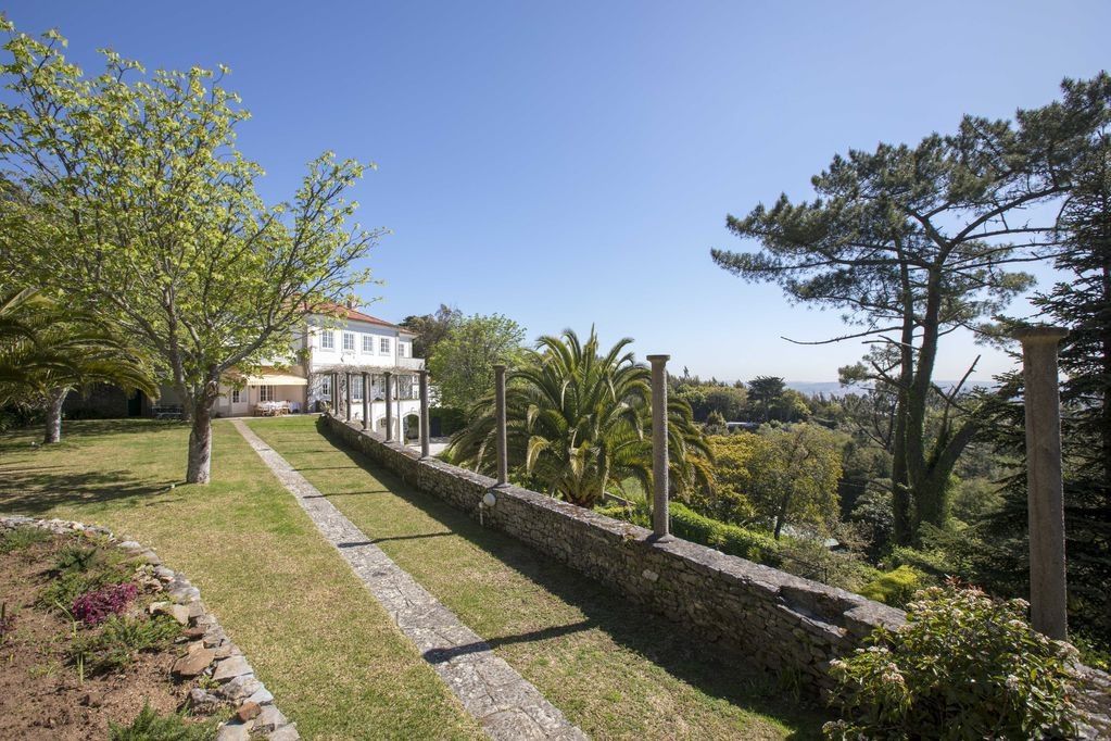 Garden and traditional Portuguese villa venue in Sintra