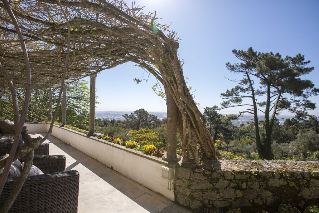 Lush garden of wedding venue in Sintra