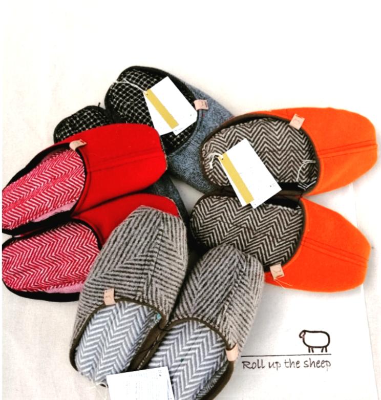 Handgemaakte Portugese sloffen van natuurlijke wol