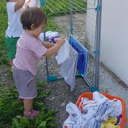 stendere i panni in giardino