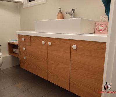 Έπιπλο μπάνιου με καρθέπτη-ντουλάπι