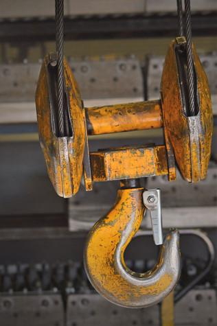 indoor-factory-crane_2x.jpg