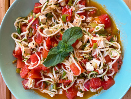 Zucchinispaghetti mit Wassermelone & Limette