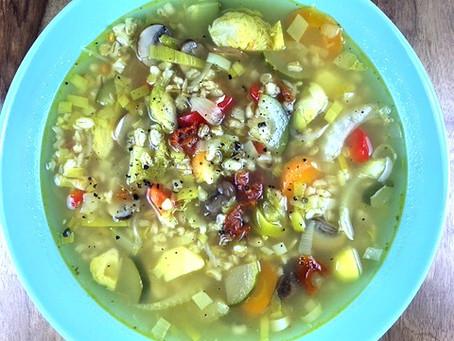 Gemüsesuppe mit Gerstengraupen, vegan